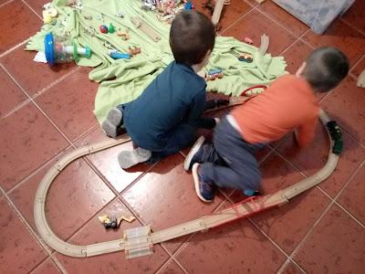 Os Manos, a brincar juntos