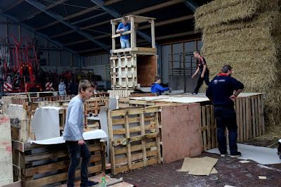 Terbroek  Huttenbouwfeest bij Fam Berkhof    22--10--2015