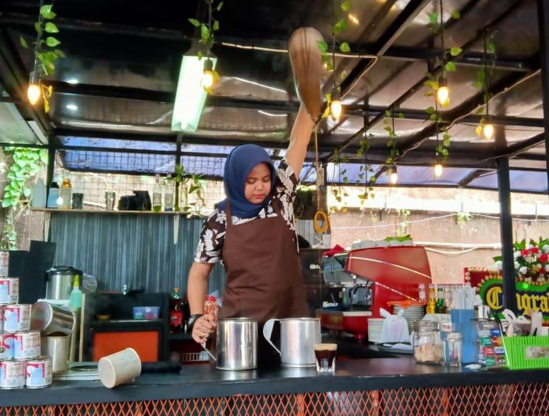 Barista Srikandi Asal Aceh, Unjuk Kebolehan Kopi Tradisional di Kedai Kopi Tarik Kemang