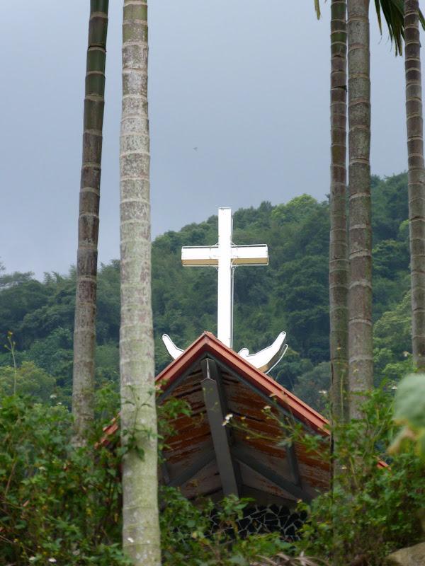 Une croix en forme d'ancre de marine...