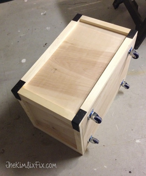 Easy DIY wooden rolling toybox