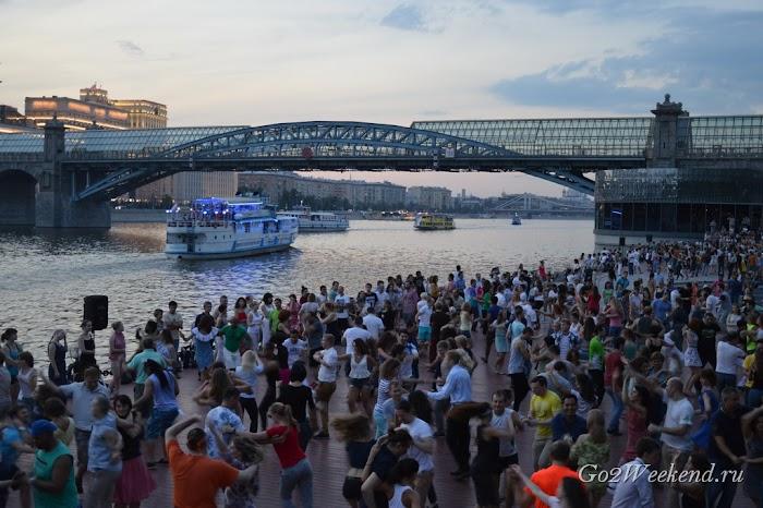 Москва танцы в парке Горького