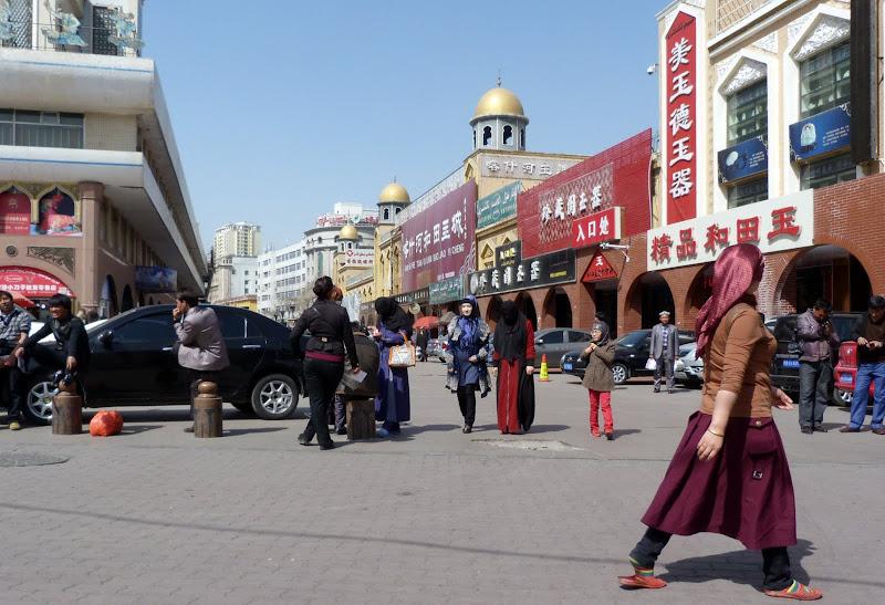 XINJIANG. Urumqi, Grand Bazar, 8 avril - P1270296.JPG