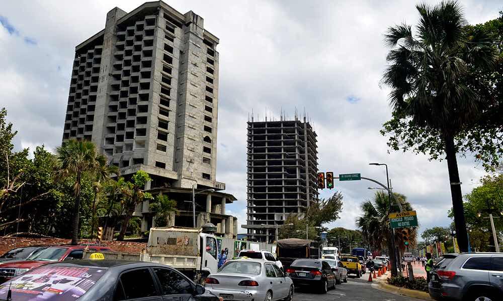 Retoman una construcción abandonada en el Malecón de SD