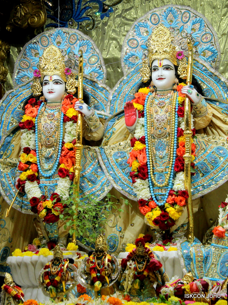 ISKCON Juhu Sringar Deity Darshan on 30th Dec 2016 (27)