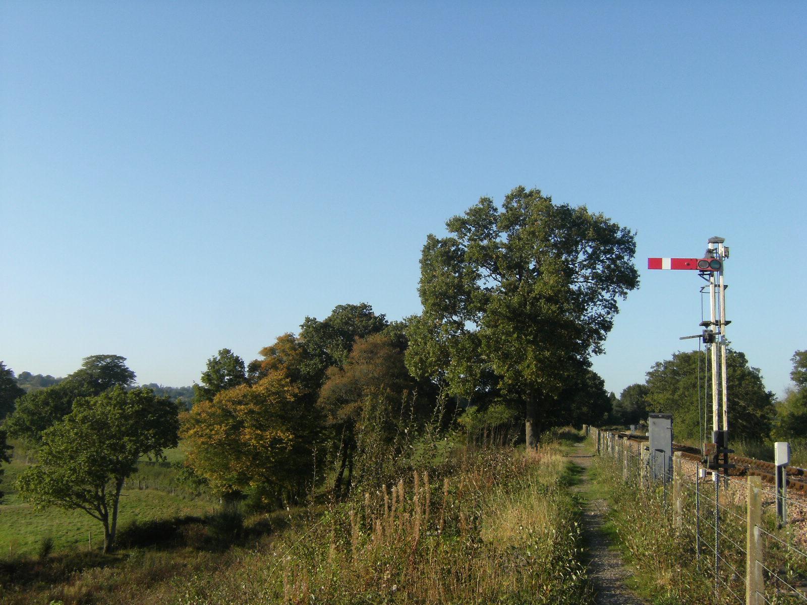 DSCF9886 Alongside the railway