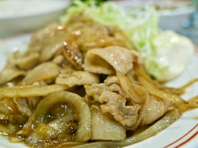 豚肉とタマネギの絡んだ生姜焼き