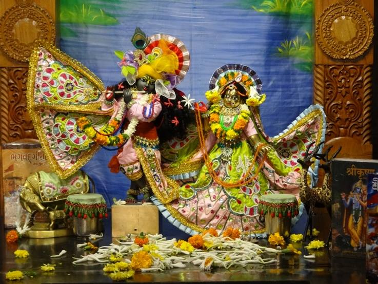 ISKCON Nigdi Deity Darshan 17 Dec 2015 (11)
