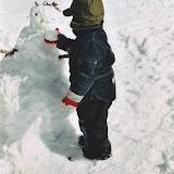 Å laga snømann er også kjekt.