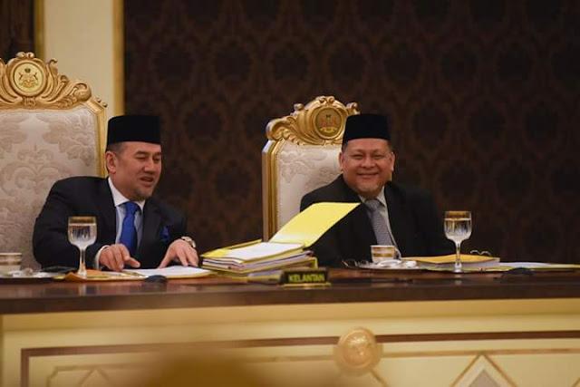 YB Mohd Amar Iringi Sultan Kelantan Ke Majlis Persidangan