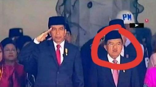 Beredar Foto JK Emoh Hormat ke Bendera Merah Putih, Publik: Pantas Dia Suka Puji Taliban!