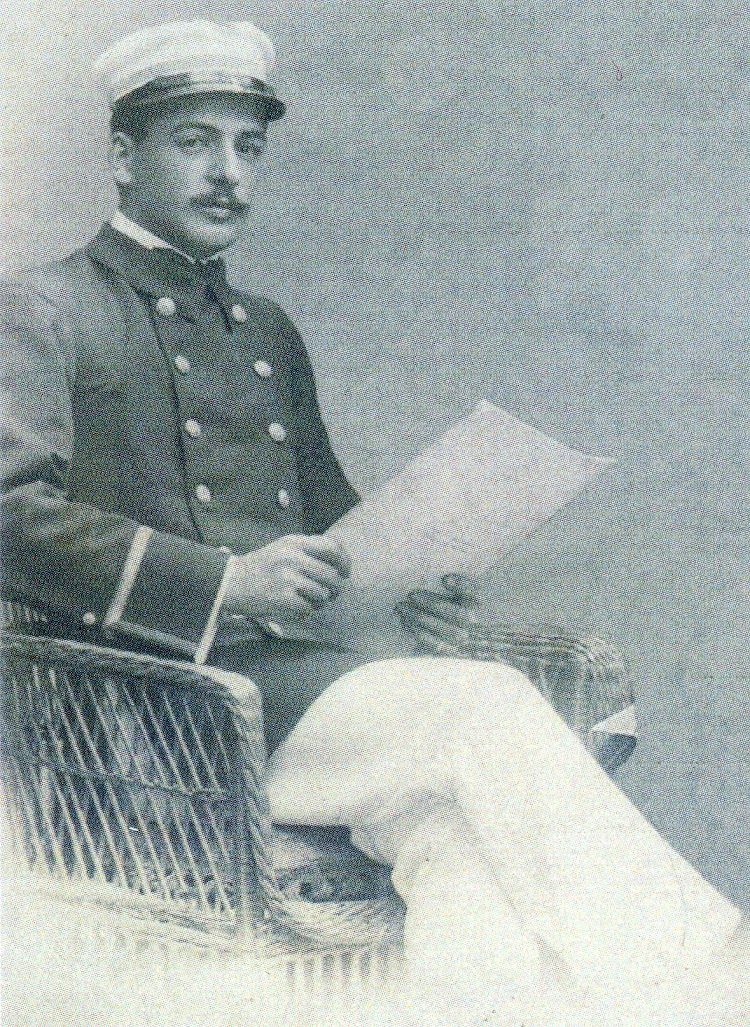 Capitan Jesus Lorenzo Artaza Gardoqui. Foto del libro CAPITANES Y PILOTOS DE LA MARINA MERCANTE RELACIONADOS CON PLENTZIA.jpg