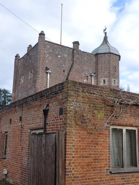CIMG5462 The Gatehouse at Bolebroke