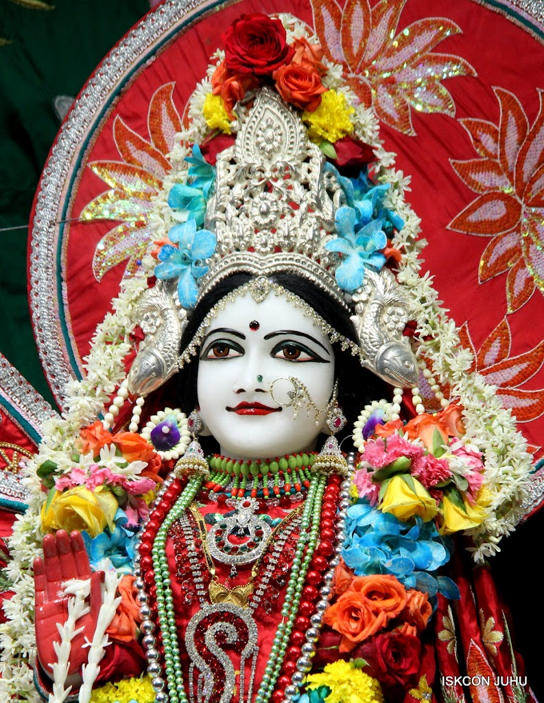 ISKCON Juhu Sringar Deity Darshan on 28th Aug 2016 (39)