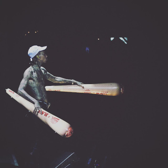 wiz khalifa smoking weed on stage