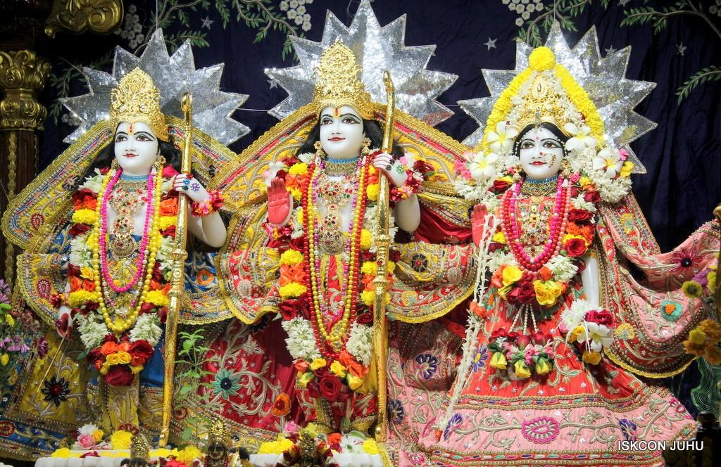 ISKCON Juhu Sringar Deity Darshan 22 Nov 2016 (24)