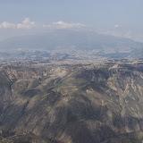 Vue aérienne : Quito et le Pichincha. 15 décembre 2013. Photo : J.-M. Gayman