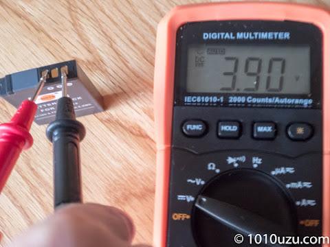 電圧を測ってみると3.9V