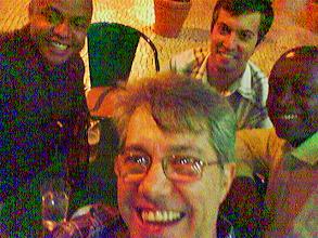 Photo: Leandro, Marcio, Ralf (esa noite foi o UDP) e servidor. Foto tomada co N800.
