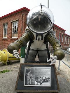 Госпорт. Музей Подводных Лодок. Костюм для глубоководного погружения.