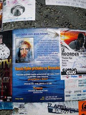 Αφίσες σε διάφορα μέρη στην Trnva