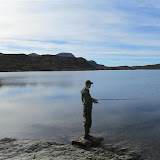 Prøver fiskelukka i Krokavatnet, 4. oktober 2010.