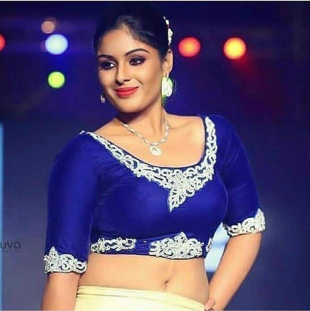 Samyuktha Menon latest saree photos Navel Queens