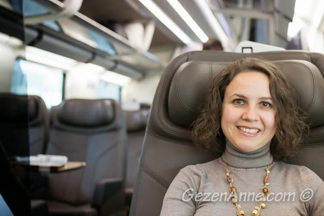 business sınıf hızlı tren koltukları