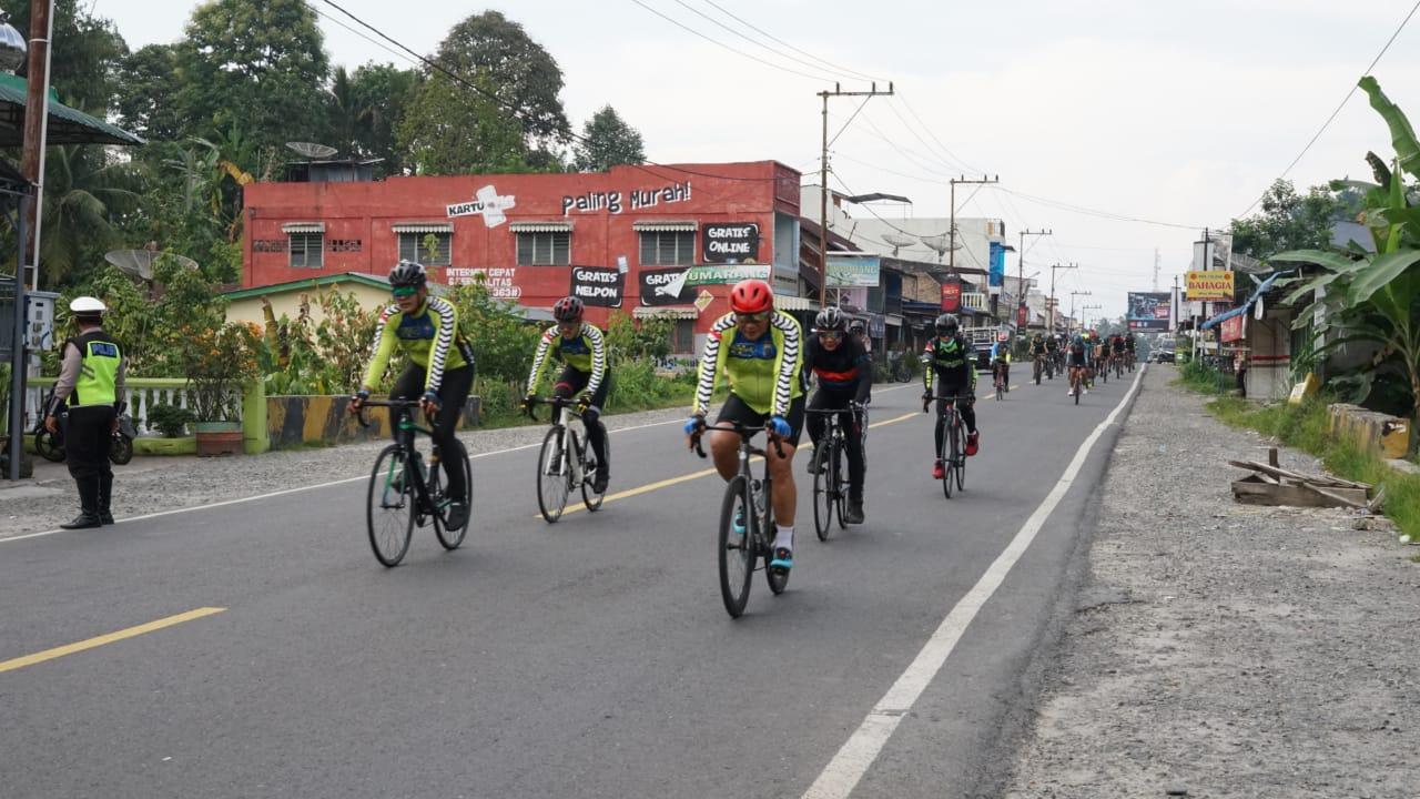 Kapoldasu Bersama PJU diikuti Kapolres Simalungun Patroli Bersepeda Pantau Kamtibmas