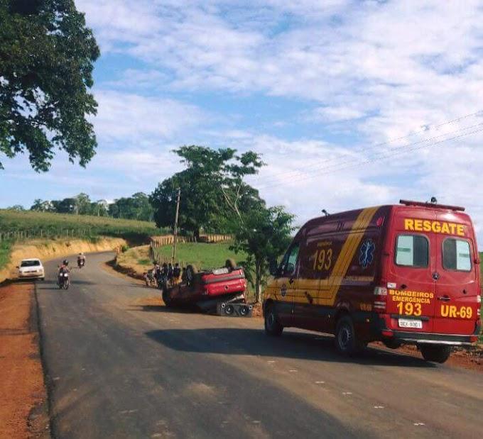 Em Altamira: Carro capota na estrada da Serrinha