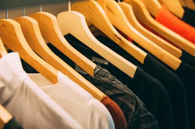 Na hora de se mudar é importante organizar as coisas com total segurança, pois muitas vezes a organização das roupas é bem complicado. Vaja no blog algumas técnicas para facilitar a organização das suas roupas após a mudança de casa.