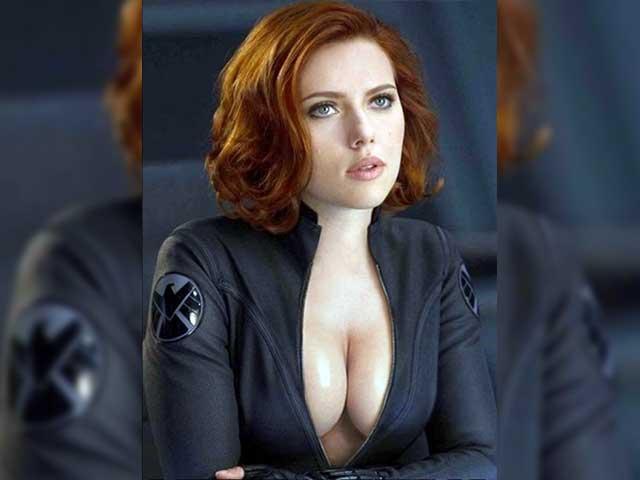 30 sexiest Bikini Pictures Of Scarlett Johansson-Seducing Cleavage Photoshoot