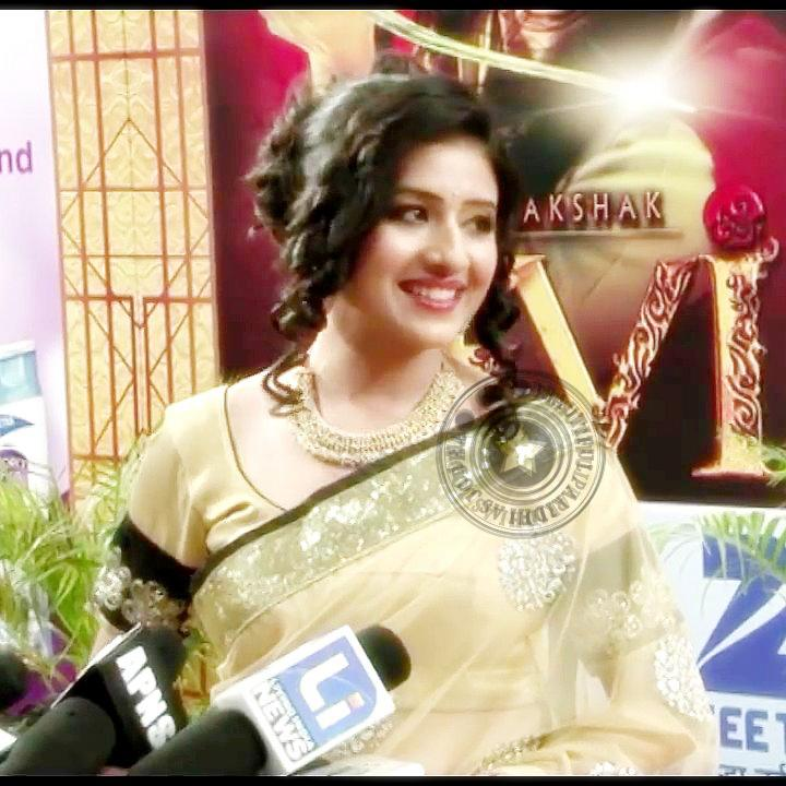 Disha Vakani Hot Scene | apexwallpapers.com