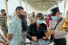 89 Warga Tiba di Pulau Seribu Selatan Scan Barcode Peduli Lindungi