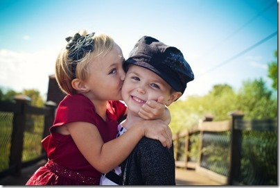 niños besandose (11)