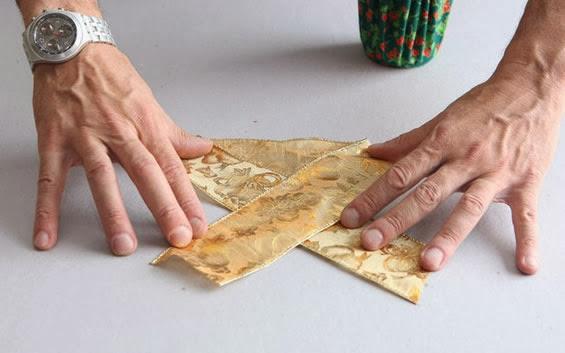 como fazer laço com fita