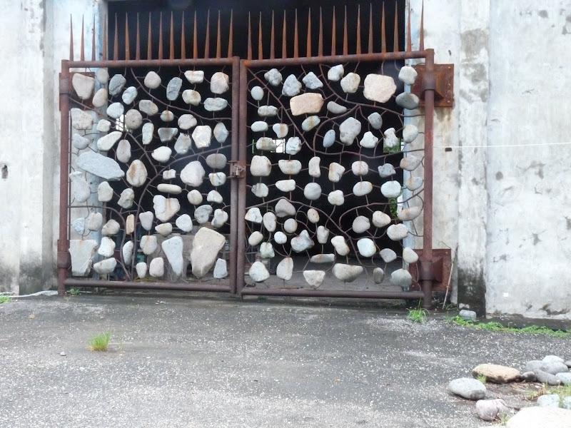 DULAN. Ancienne usine de canne à sucre transformée en atelier d artistes