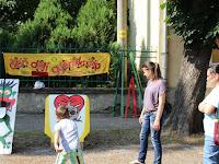 39 Ügyességi játékok a múzeum előtt.JPG