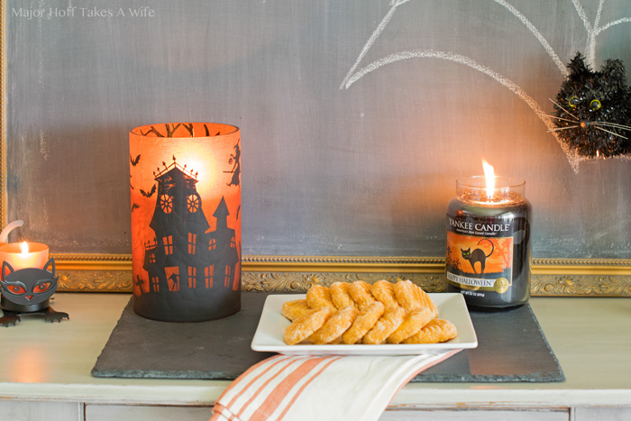 Easy Halloween buffet decor