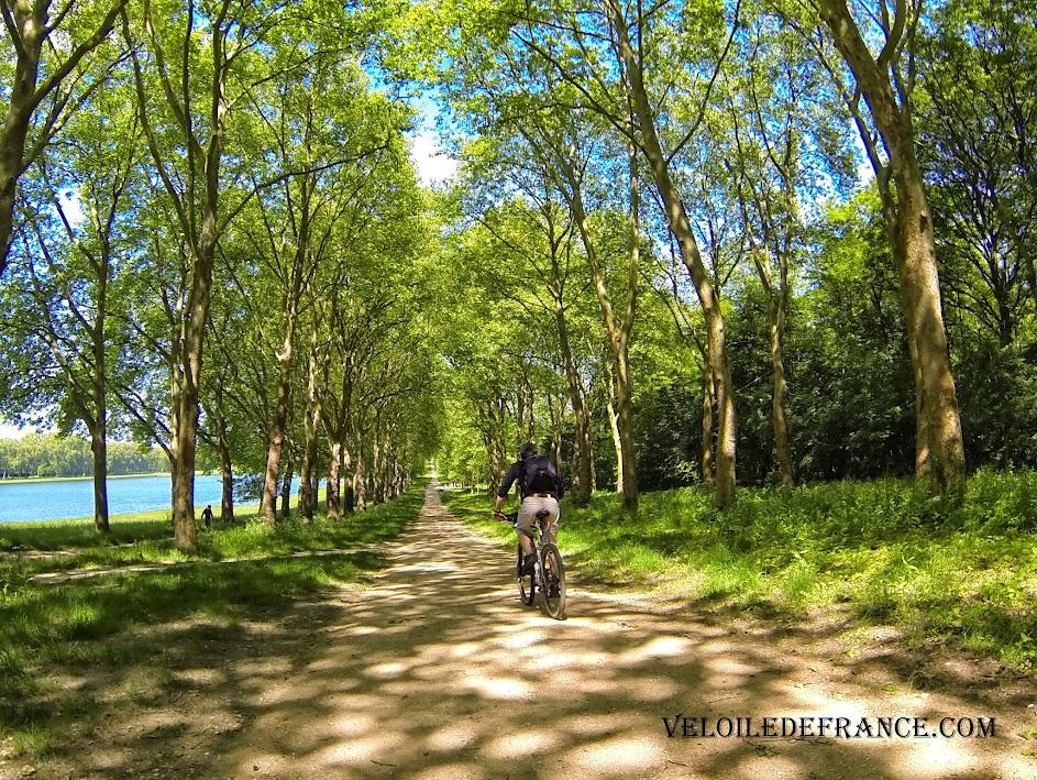 La pièce d'eau des Suisses à Versailles - e-guide balade à vélo dans Versailles et son parc par veloiledefrance.com