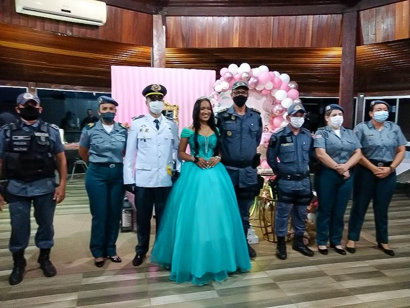 POLICIAIS MILITARES DO MARANHÃO REALIZAM FESTA DE 15 ANOS PARA JOVEM QUE SONHA EM SER PM
