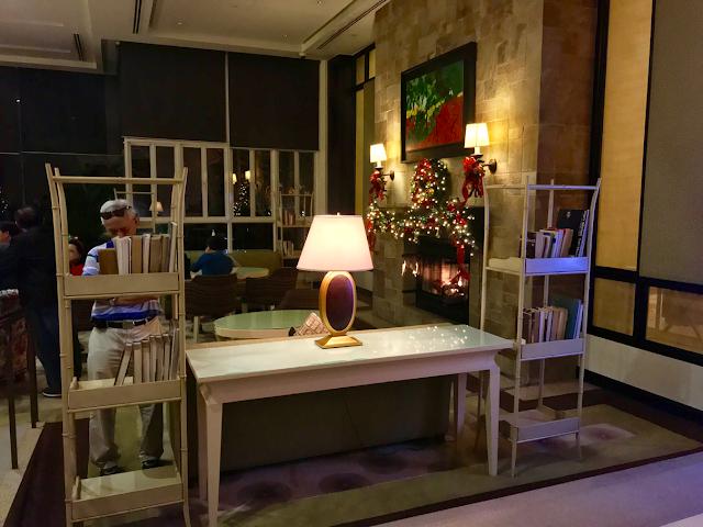 Taal Vista Hotel Tagaytay Fireplace