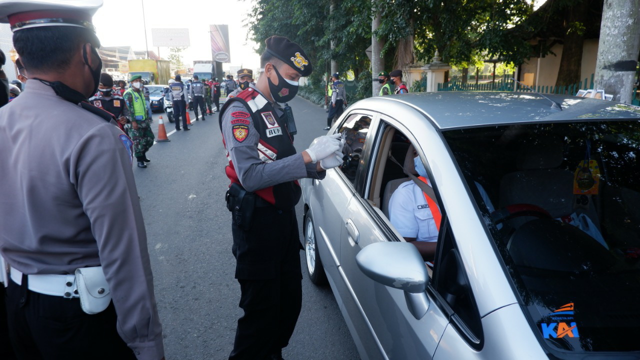 Jelang Hari H Larangan Mudik, Tim Gabungan Polres Klaten dan Kodim 0723/Klaten Gencar Gelar Ops Yustisi di Perbatasan Jateng- DIY