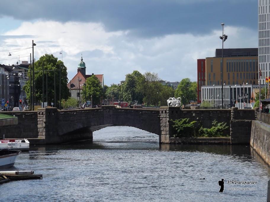 Jedan od starijih mostova preko kanala koji je nekada odvajao brodogradilište od središta grada
