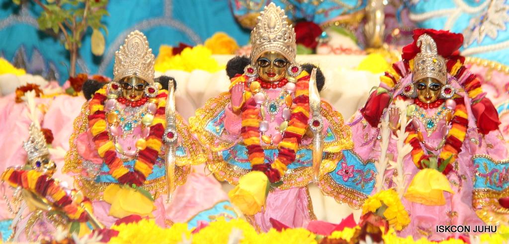 ISKCON Juhu Sringar Deity Darshan on 29th Dec 2016  (26)