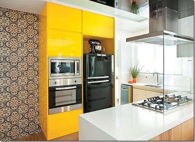 cozinha com armários amarelos