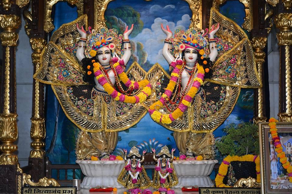 ISKCON Ujjain Deity Darshan 09 April 2016 (15)
