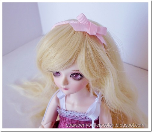 Cute pink bow head band for a doll.