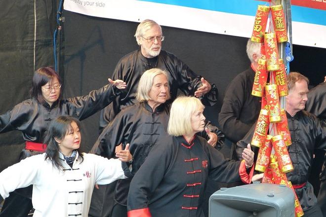 Китайский Новый Год. Выступает группа Тайчи.