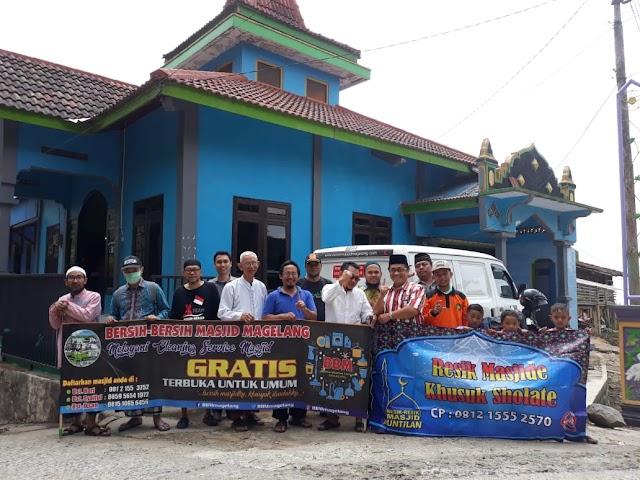 Kegiatan Bersih-bersih Masjid kolaborasi dengan Resik-resik Masjid Magelang di Masjid Baitul Muttaqin Derpan, Pogalan, Kecamatan Pakis Kabupaten Magelang.